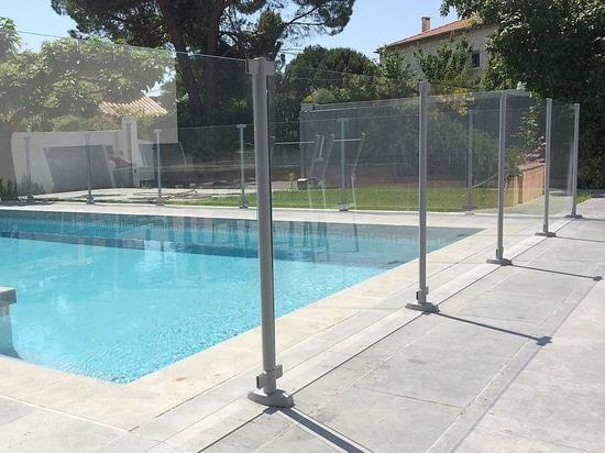 Swim Park SP03 - une barrière de piscine en verre trempé