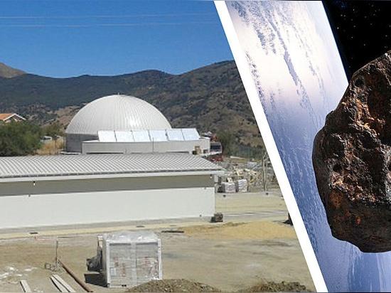 Kopron parmi les étoiles! Un bâtiment mobile en Sicile, garde les télescopes du Parc astronomique