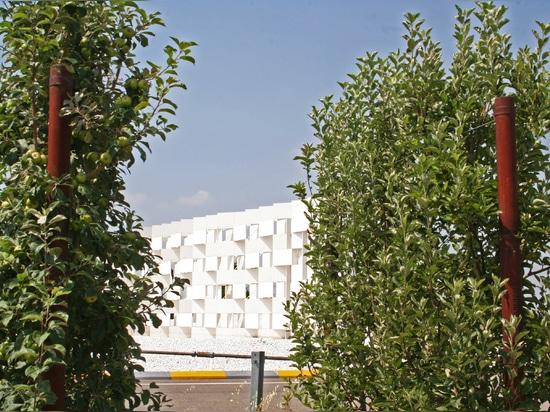 Entre l'artificiel et le naturel : l'usine et son environnement