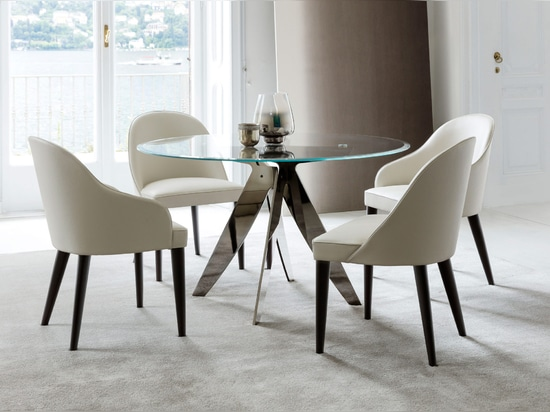 Ring Table et Judy Chair
