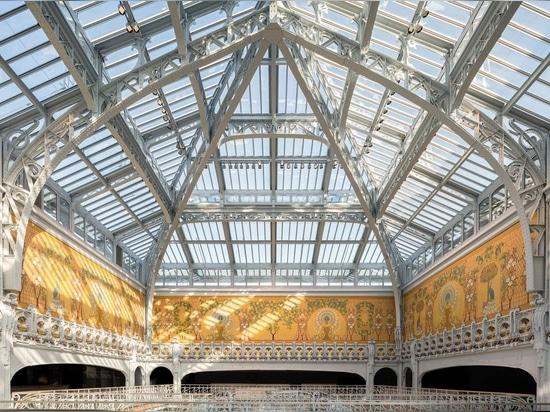 Le toit en verre de l'atrium a été découvert