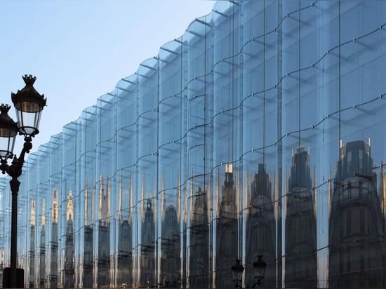 Il est doté d'une nouvelle façade en verre signée SANAA