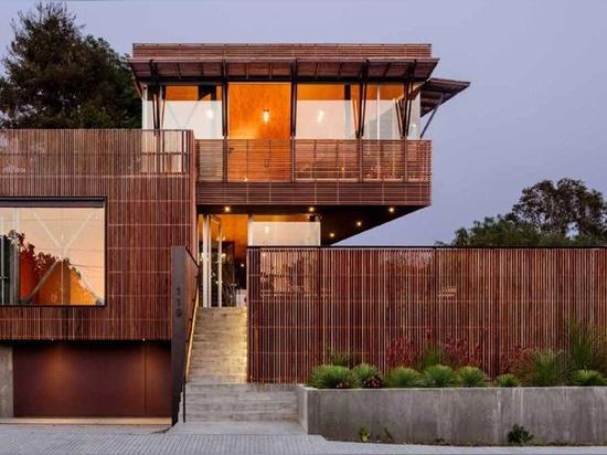 le shubin donaldson enveloppe la résidence de la Californie en écrans en bois et verre de tenue de protection individuelle