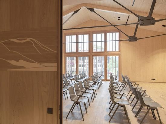 Auditorium équipé de chaises Aula de Wilkhahn (Photo : Cordula Flegel)