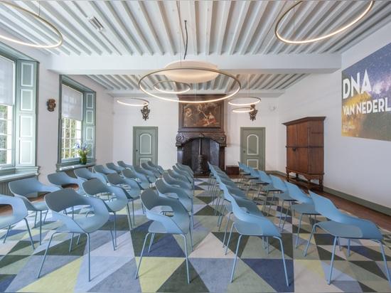 Grâce au mobilier Wilkhahn, la salle de réception Kamer van Charitate peut être adaptée en seulement quelques minutes à toutes sortes de scénarios d'utilisation. Photo : same-d