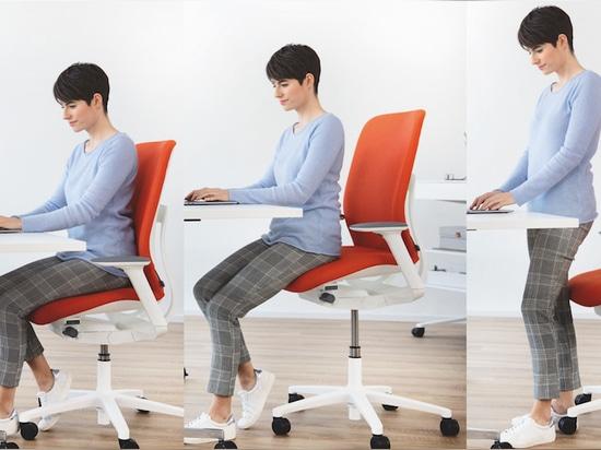 La chaise AT ESP est idéale pour s'asseoir ou se tenir debout à un bureau, ou simplement se percher dessus. Photo : Wilkhahn