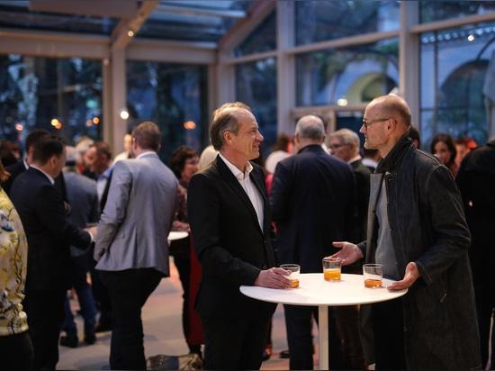 La dolce vita : la soirée Wilkhahn dans le hall d'exposition de la Villa Necchi Campiglio à Milan. Photo : Wilkhahn