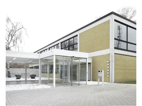 Espace d'accueil ajouté ultérieurement au bâtiment administratif de Wilkhahn de Herbert Hirche.