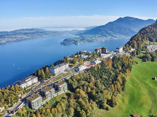 Le lac des Quatre-Cantons au pied du Bürgenstock. Le Waldhotel Health & Medical Excellence est situé à droite dans le prolongement de la chaîne Resort. Photo : © Bürgenstock Hotels AG