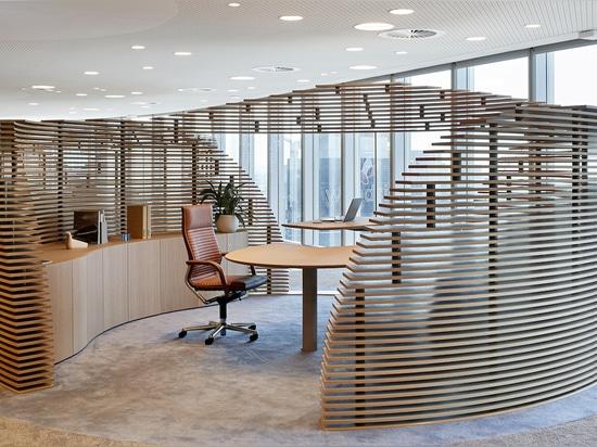 Ergonomie et durabilité vont de pair au siège Woodside. Le classique de Wilkhahn, FS (design : Klaus Franck, Werner Sauer) est garant d'une assise dynamique : en effet le siège et l'inclinaison du ...