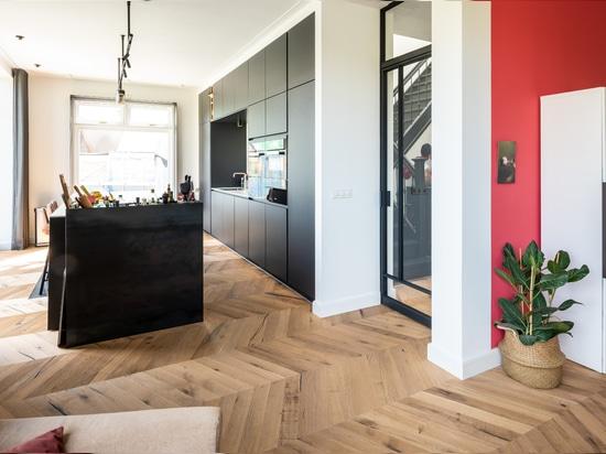Dennebos Flooring chêne recyclé Chevron en couleur R.01