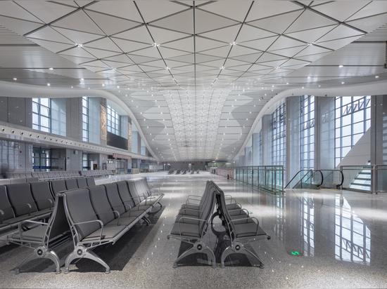 Gare ferroviaire à grande vitesse de Tonglu / Greentown Ten-D Architectural Design