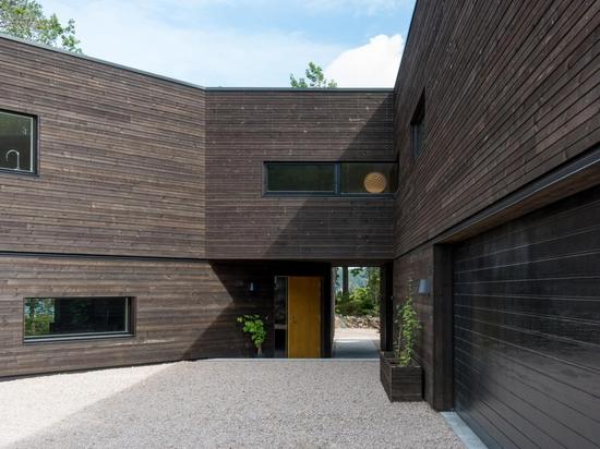 Aslak Haanshuus Arkitekter conçoit une villa forestière en Norvège