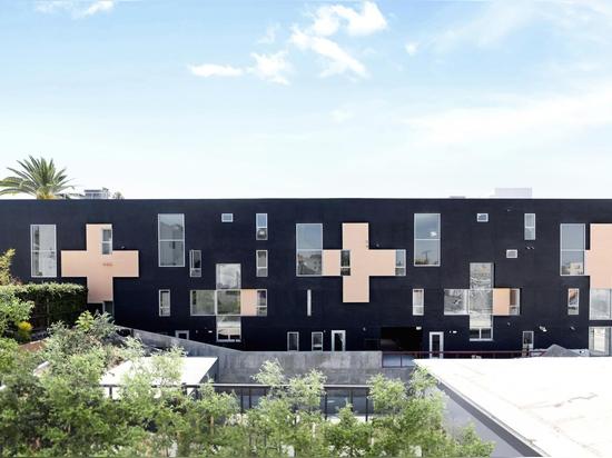 Les quatre visages de l'immeuble d'appartements de WTARCH's Echo Park à Echo Park