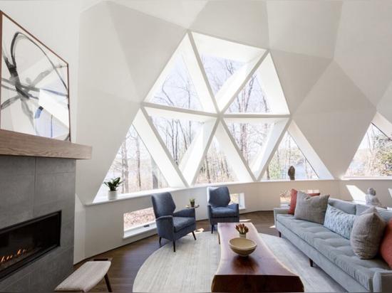 Le concepteur rénove avec style un dôme géodésique