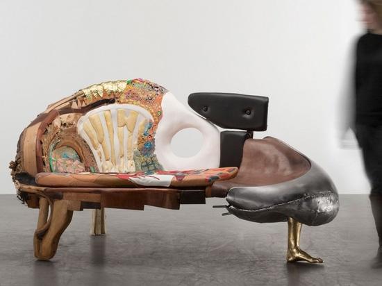 L'hommage subversif de Kostas Lambridis aux classiques du design redéfinit la valeur des matériaux