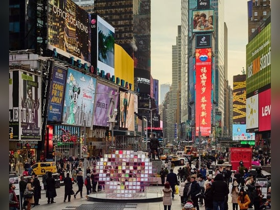 """L'éblouissant """"Heart Squared"""" de MODU + Eric Forman Studio arrive à Times Square"""