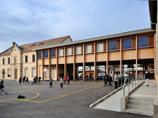 Ecole élémentaire du Grand Lemps France / Brenas Doucerain Architectes