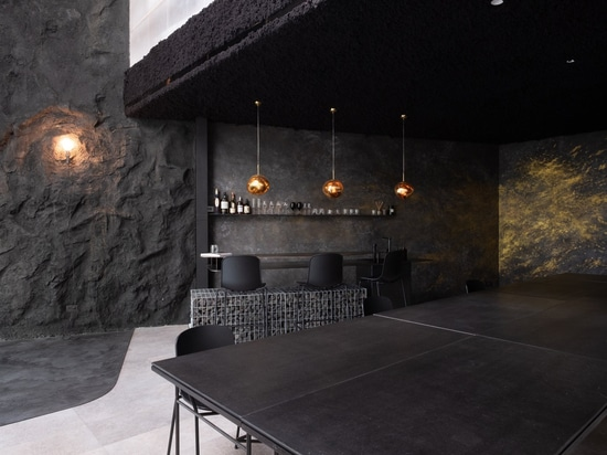 Un environnement de bureau moderne. Taiwan, Chine feat. Chaises et tabourets de bar HOLI.