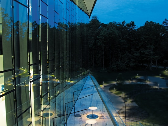 La collection Motive brouille la ligne entre l'éclairage intérieur et extérieur
