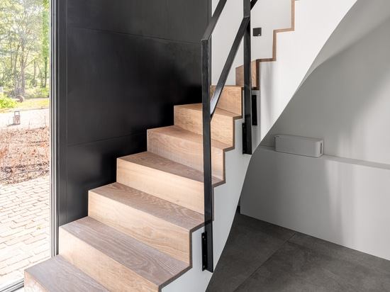 Dennebos engineered oak tate floor in W.03 [même pour les escaliers]