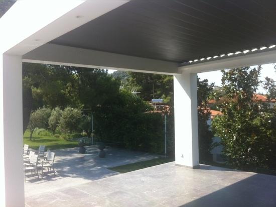 Une pergola étonnante pour ombrager votre patio
