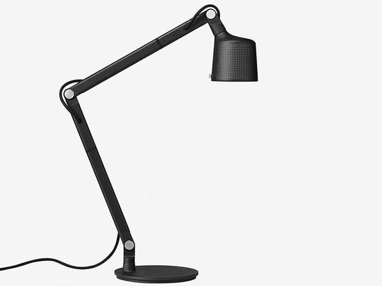 Vipp propose une lampe de bureau d'une qualité remarquable