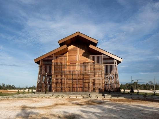 L'église Oikumene en Indonésie, entièrement en bois