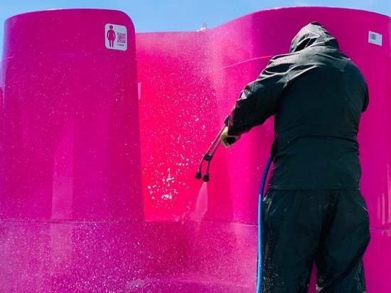 Les concepteurs d'urinoirs d'extérieur proposent des solutions au problème des toilettes publiques en cas de pandémie