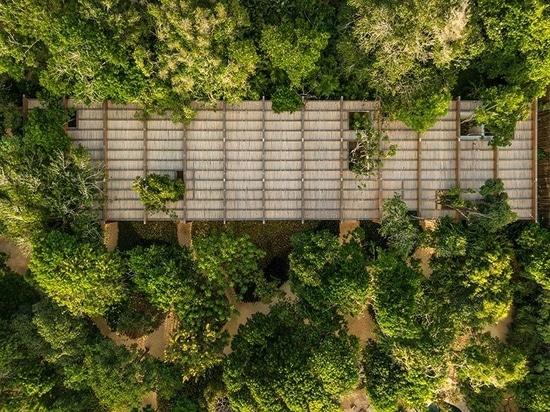 """Le Studio MK27 cache une """"maison de sable"""" sur la côte tropicale du nord-est du Brésil"""