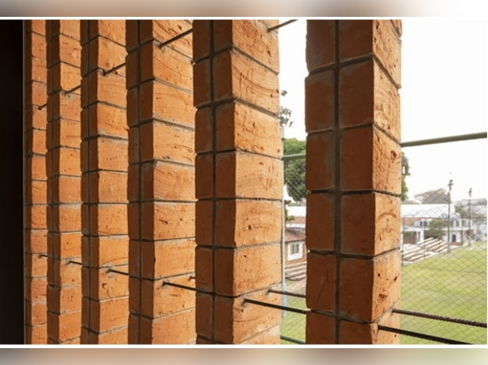 Une école idéale au Paraguay, avec des patios tropicaux et des matériaux naturels