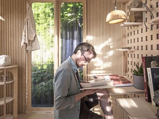 Boano Prišmontas conçoit une petite pièce préfabriquée qui peut être déplacée à n'importe quel endroit