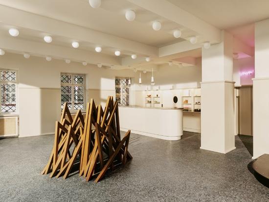 Herzog & de Meuron crée un hôtel-boutique dans le Volkshaus historique de Bâle