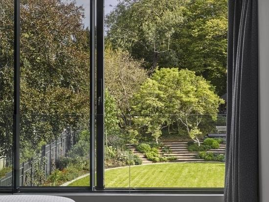 La maison Highgate des années 1930 obtient une extension minimaliste de Mulroy Architects