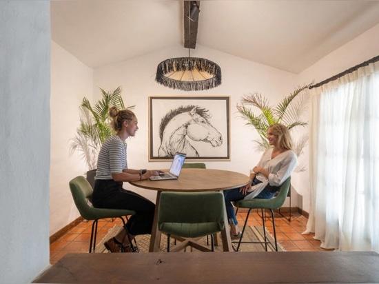 Un bureau déguisé en maison à Cordoue