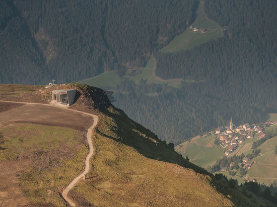Architectes de Zaha Hadid, musée Corones, Tyrol du sud, Italie de montagne de Messner. © Wisthaler.com de photo