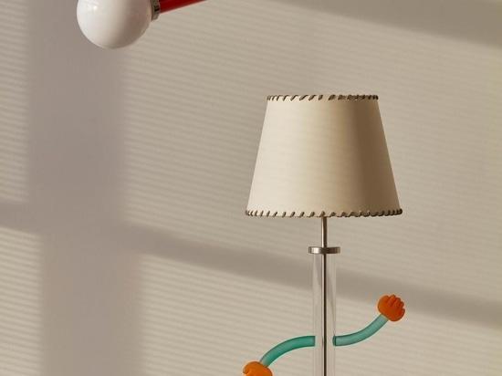 L'artiste verrier japonais Baku Takahashi fait équipe avec Trueing pour créer des motifs de lampes colorés