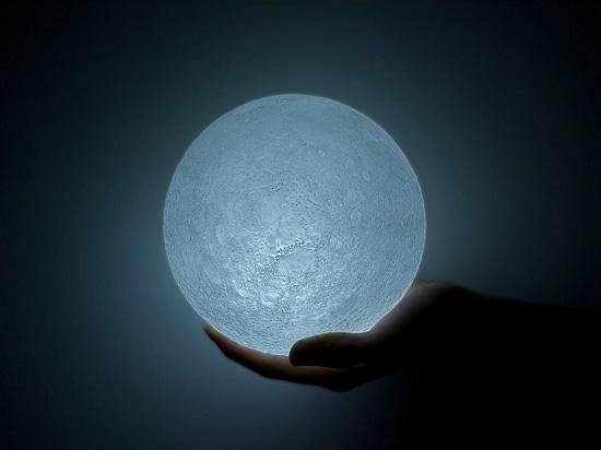 La Lune, une lumière LED.