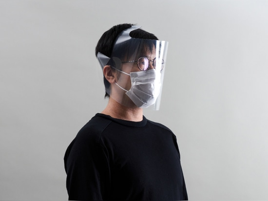 Un écran facial fabriqué à partir d'un fichier transparent de format A4