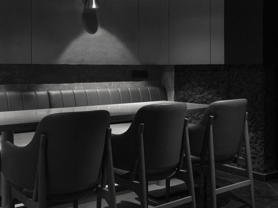 Le restaurant et bar Black Concrete / RENESA Architecture Design Interiors Studio
