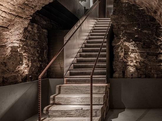 MAD Bars House / YOD Group