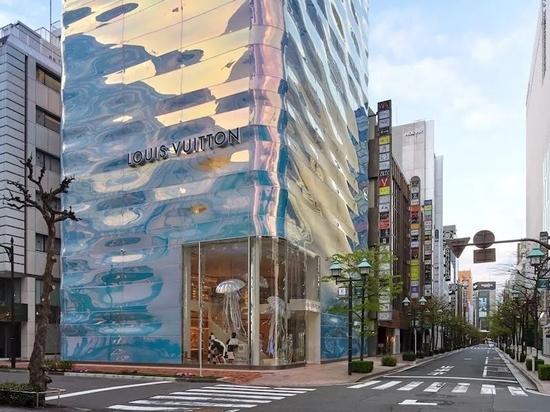 Louis Vuitton Ginza Namiki / AS Co. + Peter Marino Architect