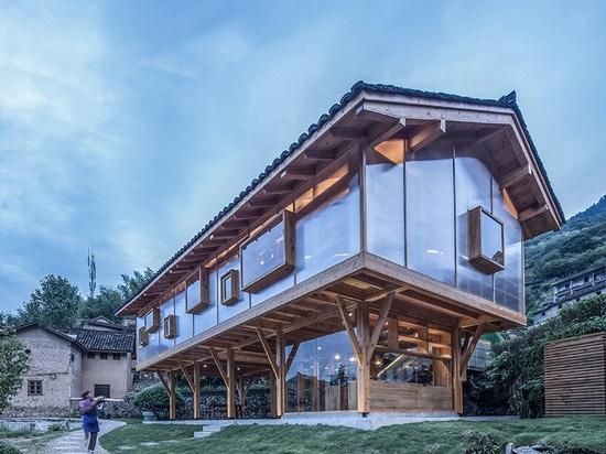 Maison de montagne dans la brume par Lin Chen