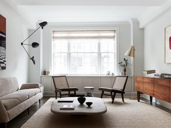 Sandra Weingort réaménage un appartement de New York rempli d'œuvres d'art avec un éclectisme du milieu du siècle