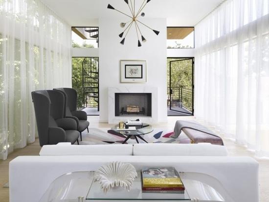 SLIC Design crée une maison en verre moderne qui s'élève jusqu'à la cime des arbres