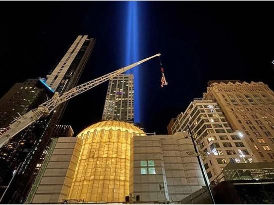 l'église a été illuminée pour la première fois à l'occasion du 20e anniversaire du 11 septembre 2001