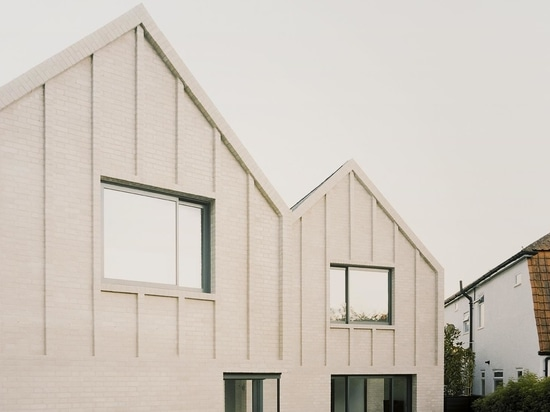 Une maison de Surrey offre une version minimaliste de l'esthétique Arts & Crafts