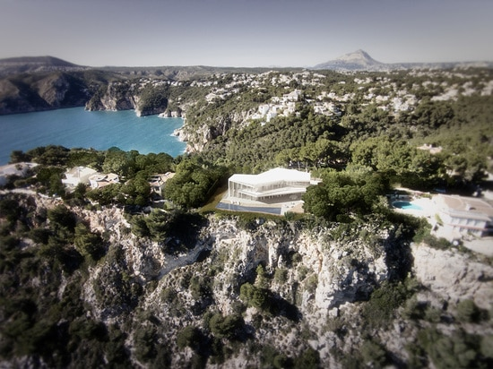 la propriété est située sur un falaise-dessus donnant sur le littoral méditerranéen
