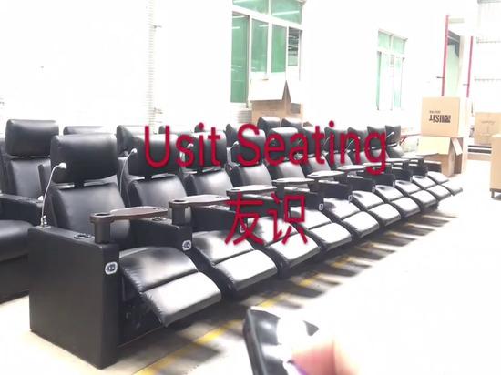 Une seule télécommande contrôle tous les sièges d'un écran