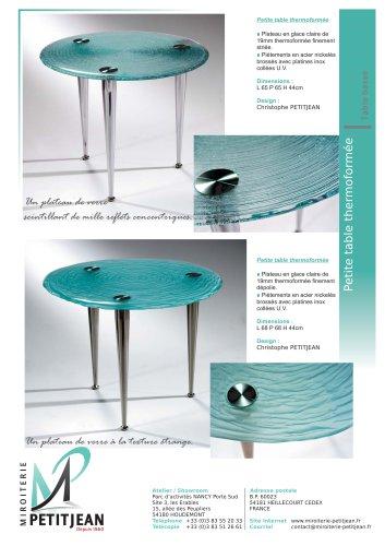 Petites tables en verre thermoformé